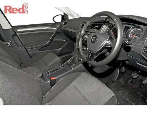 Volkswagen Golf 90TSI